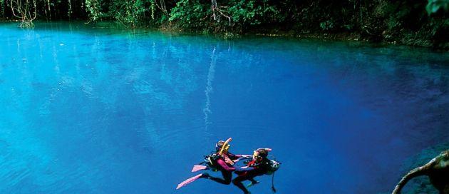 Blue hole circuit guidé en français au Vanuatu